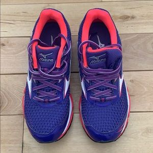 NWOT Women's Mizuno Running Shoe- Wave Enigma 6